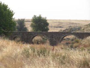 22-puente-sobre-el-rio-magasca-camino-a-la-cumbre