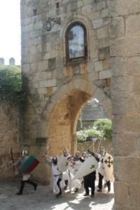 Imagen 3. Los cristianos entran por el arco del triunfo. Fotografia cortesia de Asucnión Ruiz Moreno