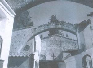 Lám 1. El cementerio se construye aprovechando la iglesia de la Vera Cruz escanear0001