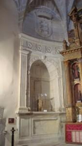 Lám 3. Sepultura de los Tapia. Iglesia de Santiago, Trujillo (Cáceres)